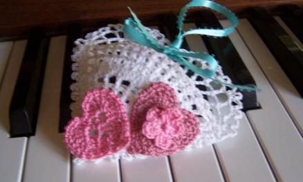 Free Crochet Pattern of the Day: BeRibboned Mini Heart