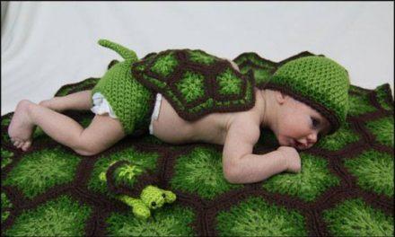 Lil Snapper photo prop crochet pattern by Yarnovations