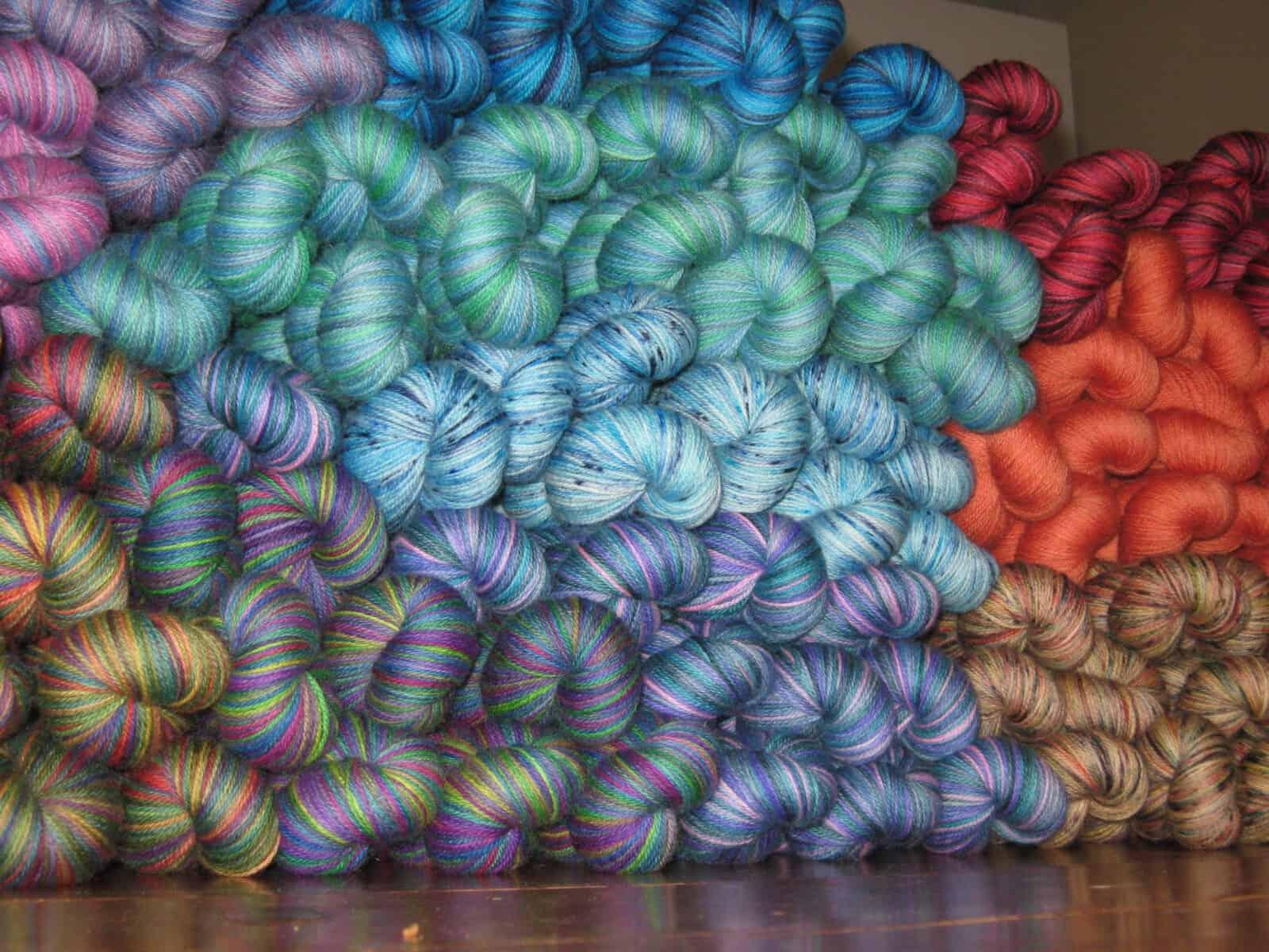 Giveaway | The Yarns of Rhichard Devrieze