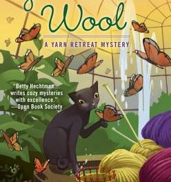 Crochet Gifts: Yarn Retreat Mystery Series by Betty Hechtman