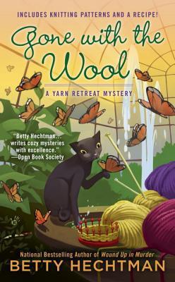 Crochet Gifts: Yarn Retreat Mystery Series by Betty Hechtman