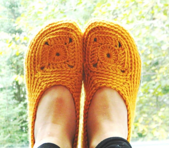#17 Women Crochet Slipper - Melissa Thibault