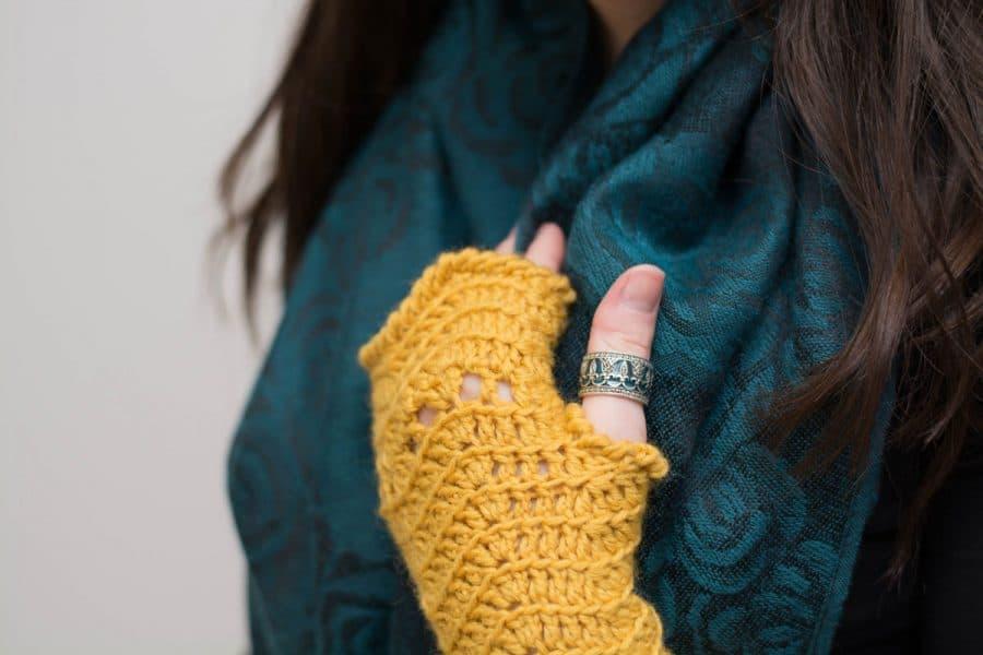 #56 Crochet Fingerless Gloves - Melissa Thibault