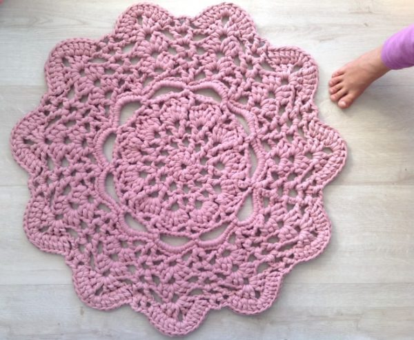 Anneke Wiese   Crochet in Paternoster   Pink Doily T-shirt Rug