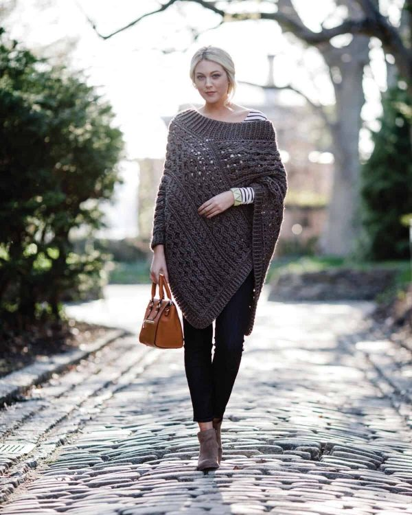 Bonnie Barker | Bonnie Bay Crochet | Lavena Poncho | Celtic Cable Crochet